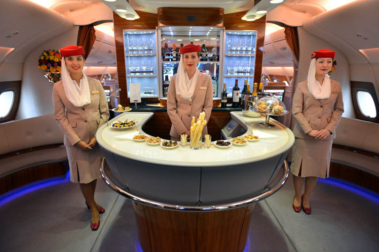 A380_Emirates_Cabin_Crew_in_Onboard_Lounge20170309101415