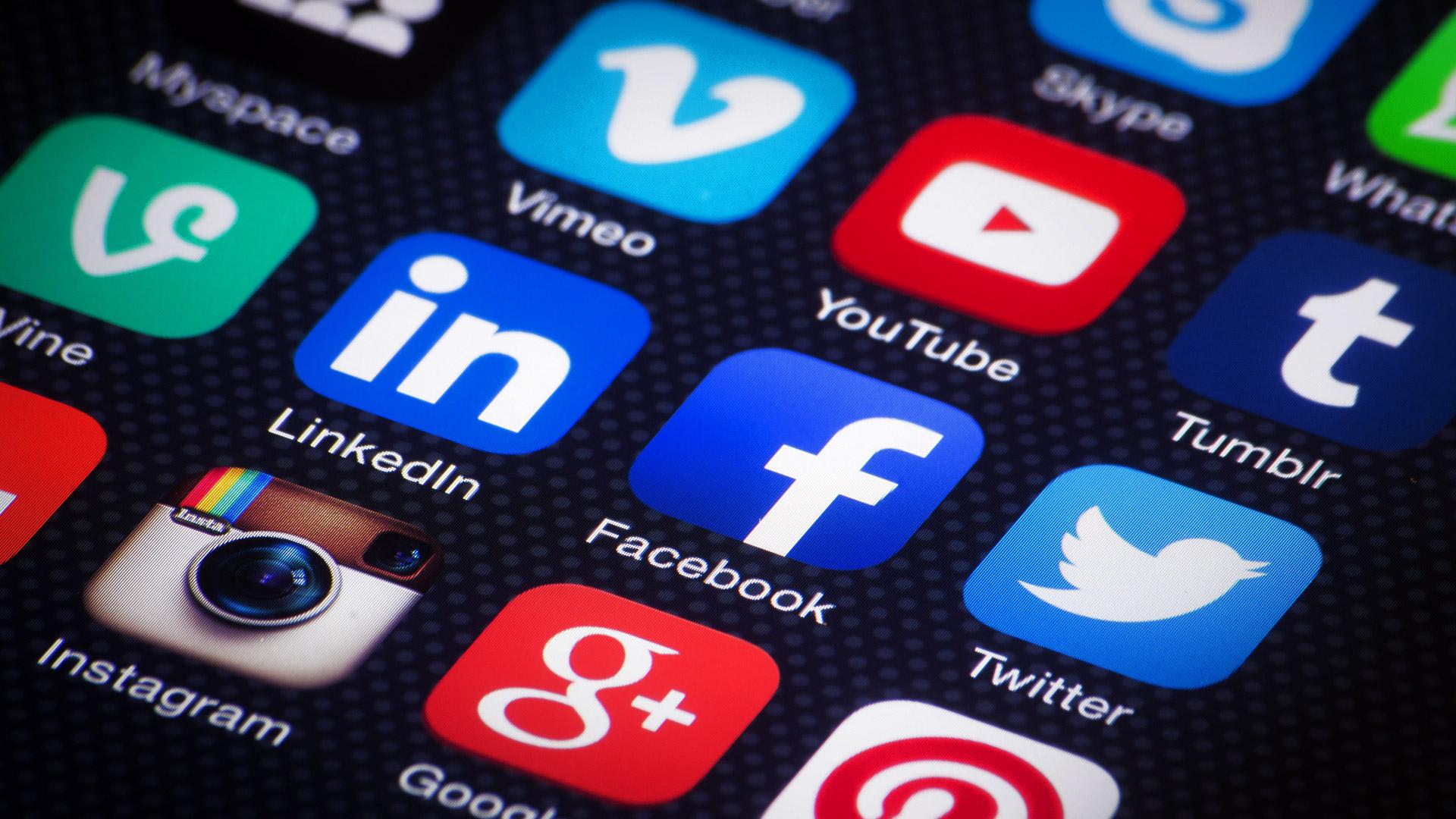 social-media-mobile-apps-ss-192020180725151438