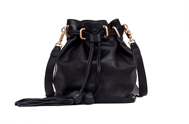 /sascha-drawstring-bucket-in-black/ecomm-product-detail/200399/